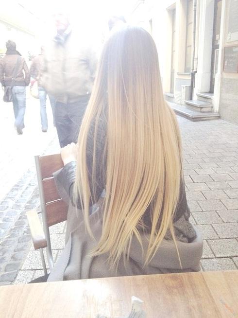krasivaya-blondinka-daet-szadi-foto-i-video-otcheti-na-temu-seks-v-poezde